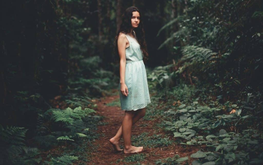 can walking barefoot help flatfeet