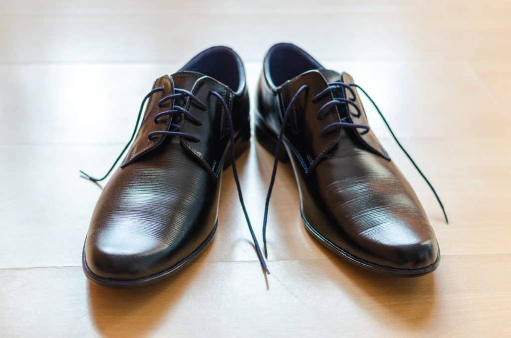 remove creases from leather shoe