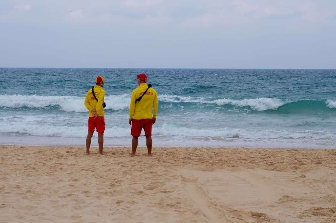 best-shoes-for-lifeguards